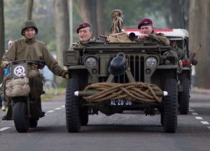 חיילים נוהגים ברכב